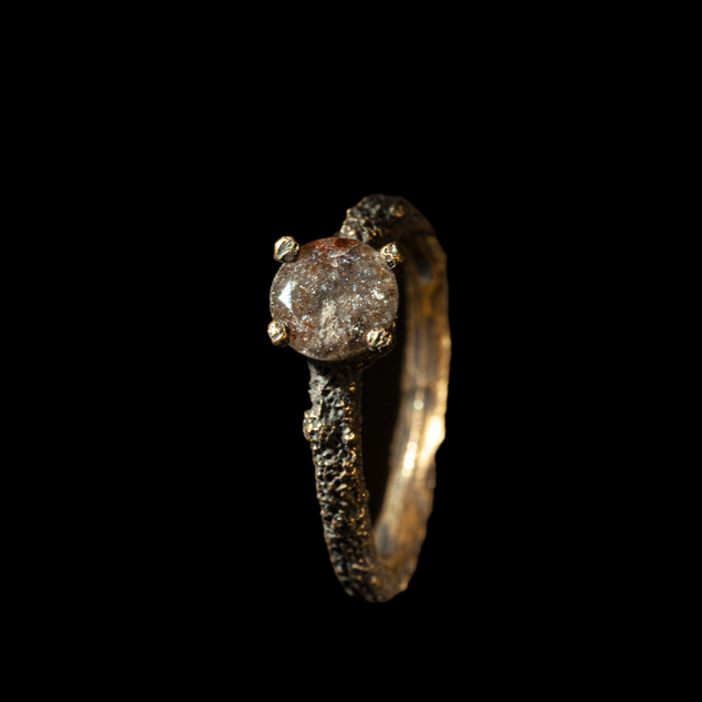 Anello in oro muto e diamante