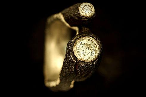 Anello in ferro oro e diamanti.jpg