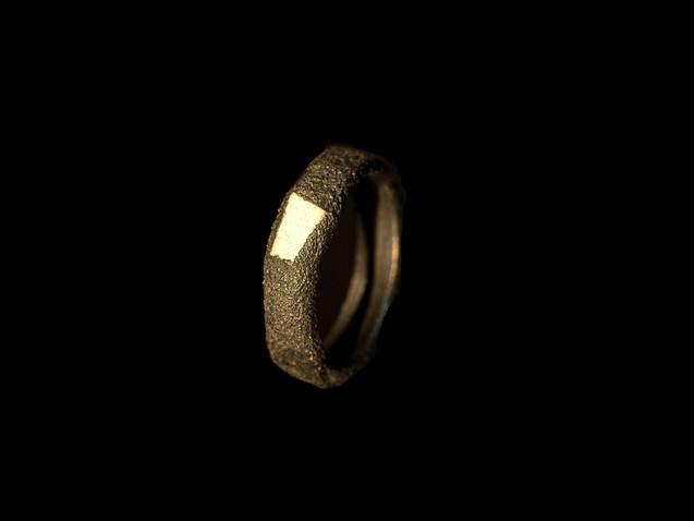 Anello in argento e ceramica