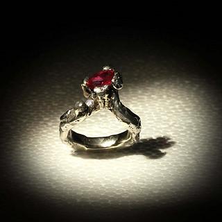 Anello in platino, diamante e rubino