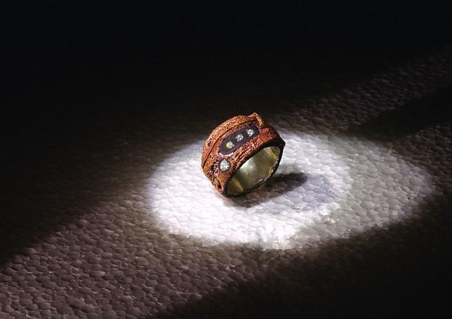 anello in bronzo e diamanti