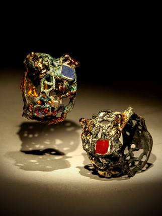 Anelli in argento, oro e inclusioni