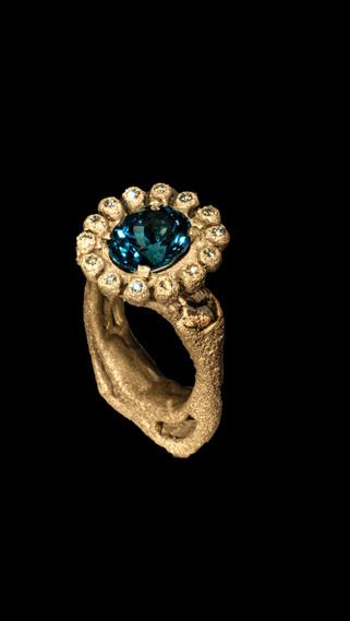 Anello in oro, diamanti e zaffiro