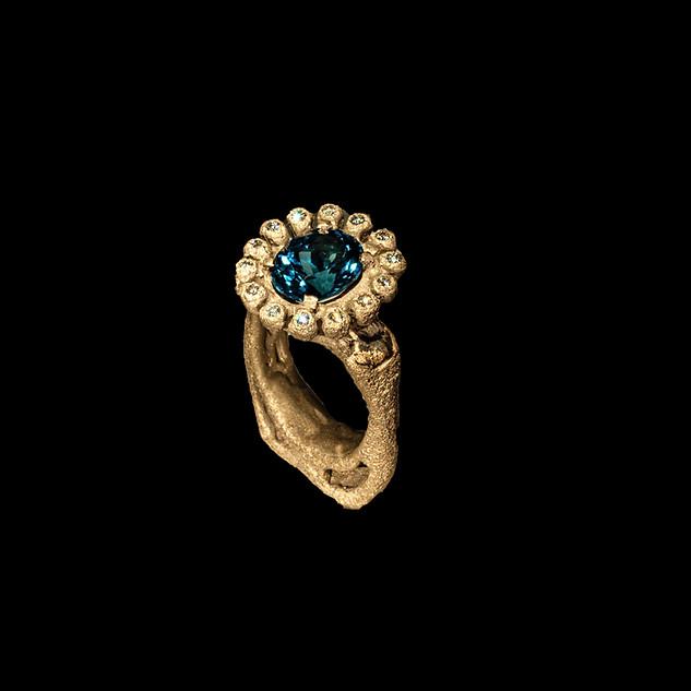 Anello in oro muto, zaffiro e diamanti