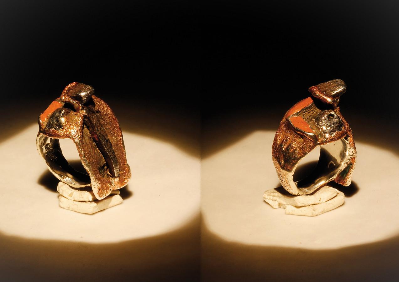 Anello in bronzo, ferro e mattone
