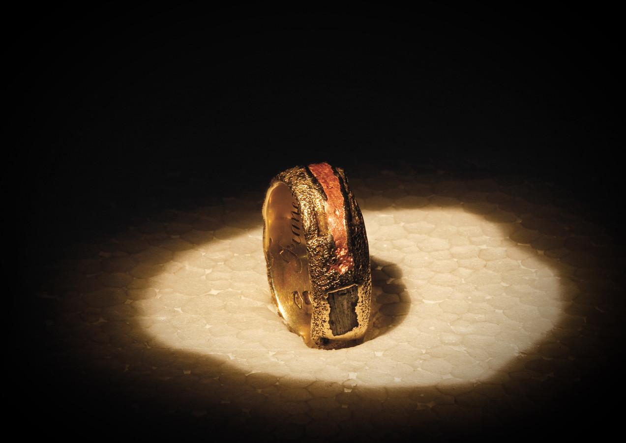 Anello in oro muto, rame e ferro