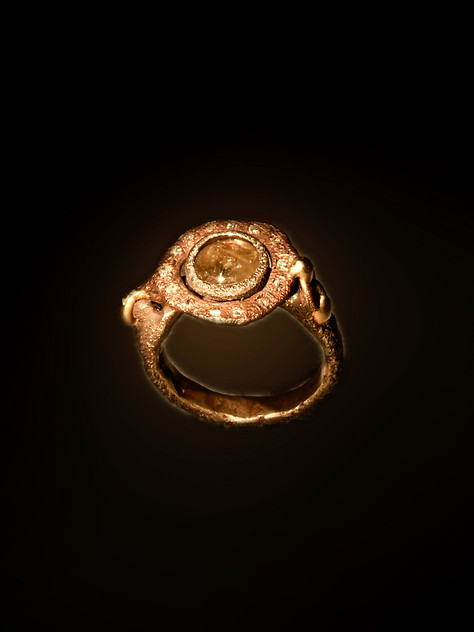 Anello in argento, bronzo, oro diamanti e corindone