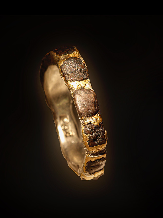 Anello in bronzo, ferro e argento