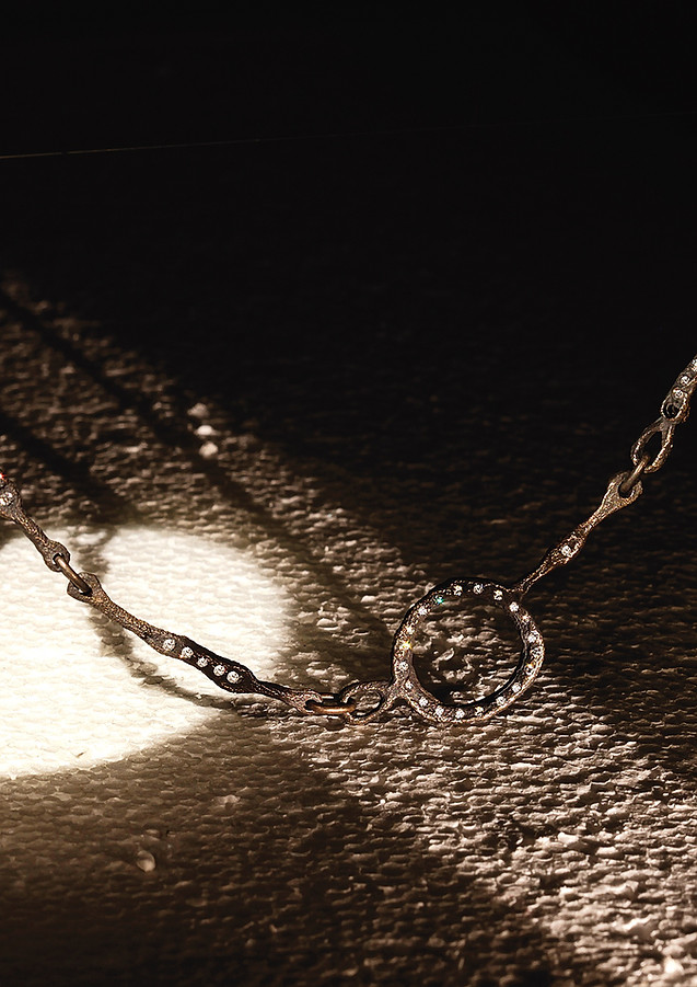 Collana in oro muto e diamanti