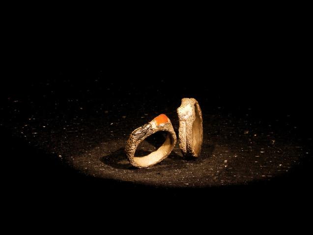 Anelli in argento, diamanti e inclusioni