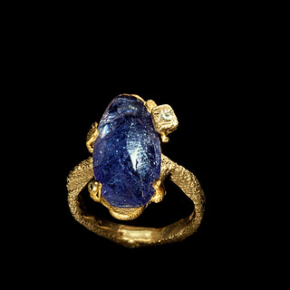 Anello in oro, tanzanite e diamante
