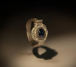 Anello in titanio, zaffiro stellato e diamanti