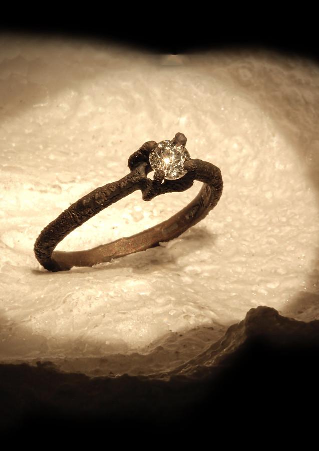 anello solitario in oro e diamante