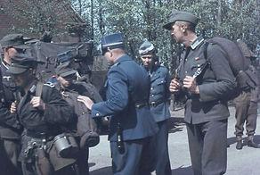 Tyske soldater kontrolleres af danske grænseendarmer