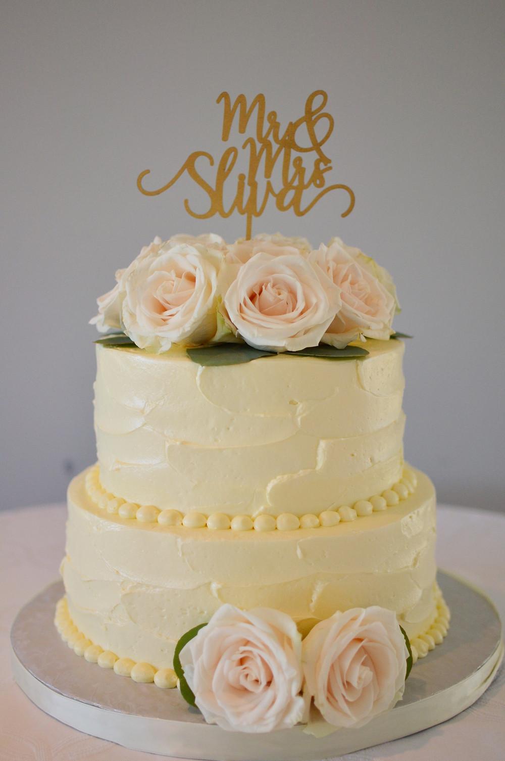 Dahlias & Baby's Breath White Wedding at Guilford Yacht Club | Wedding cake