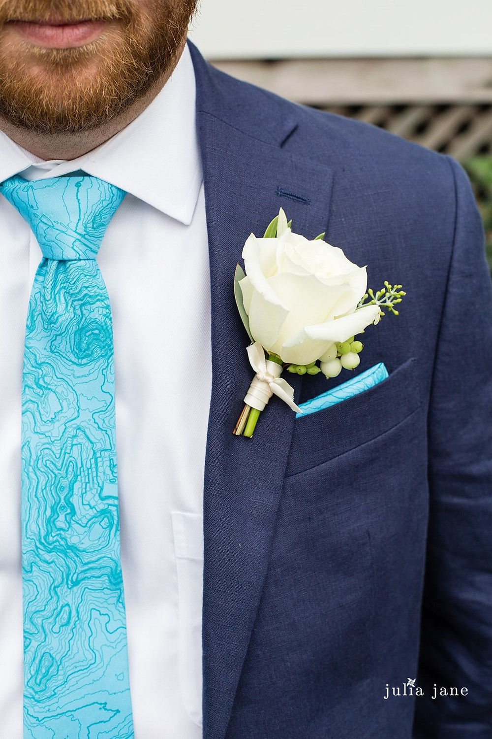Groom's white Rose boutonniere