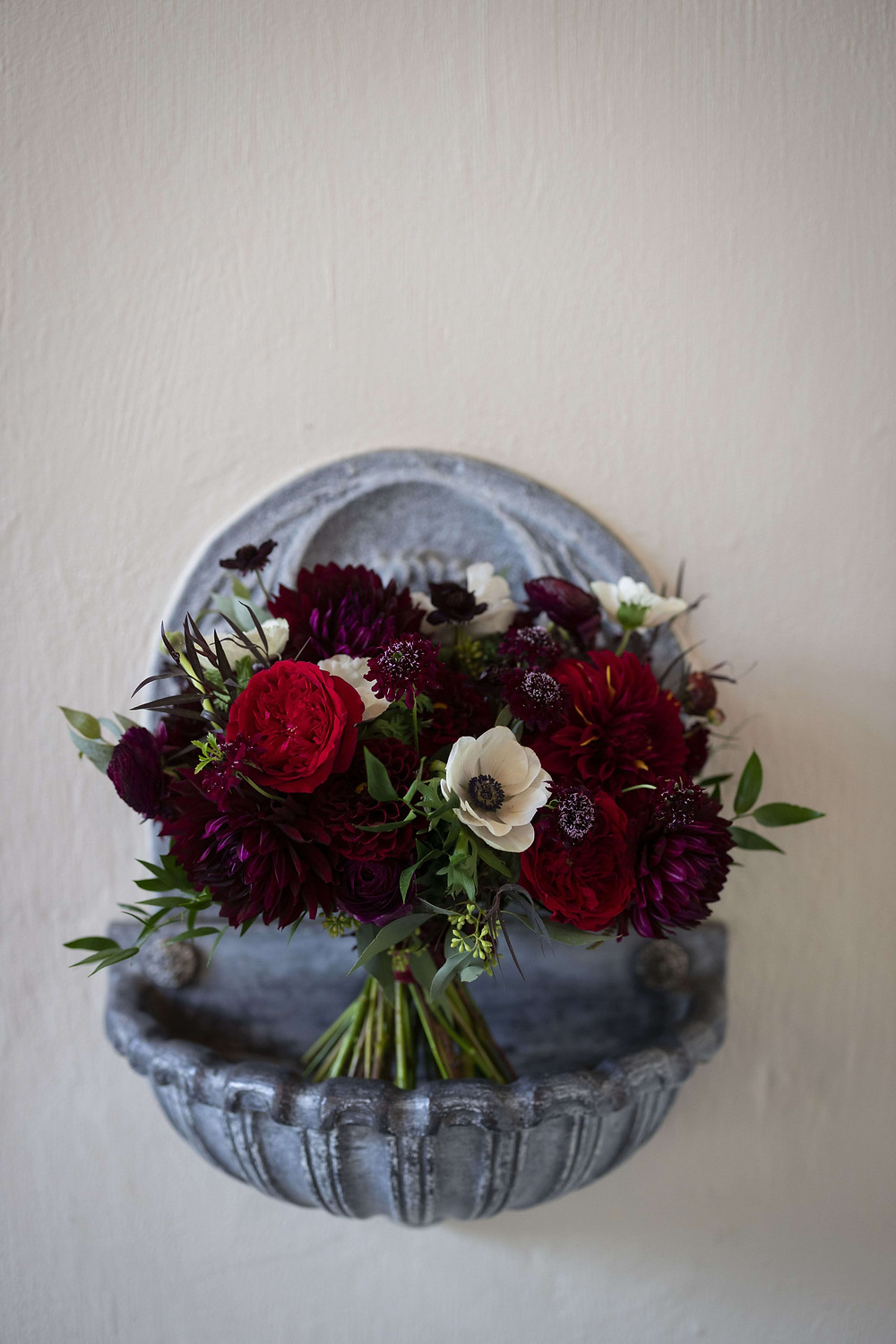 Classic burgundy bride's bouquet