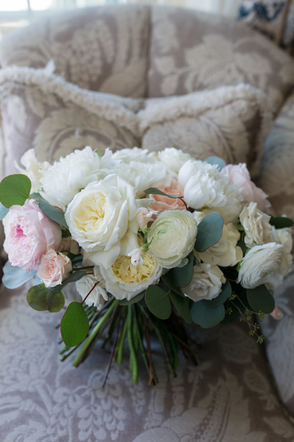 Classic style wedding bouquet at Saybrook Point Inn & Spa