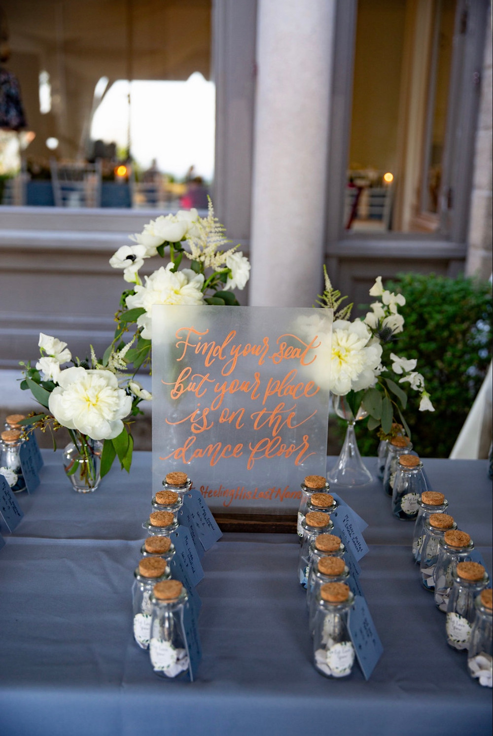 Escort card table flowers at Eolia Mansion, Harkness State