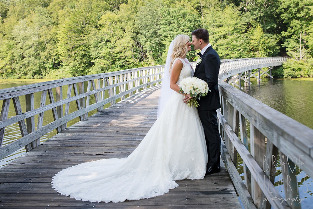 Gaden style wedding bouquet at Lake of Isles