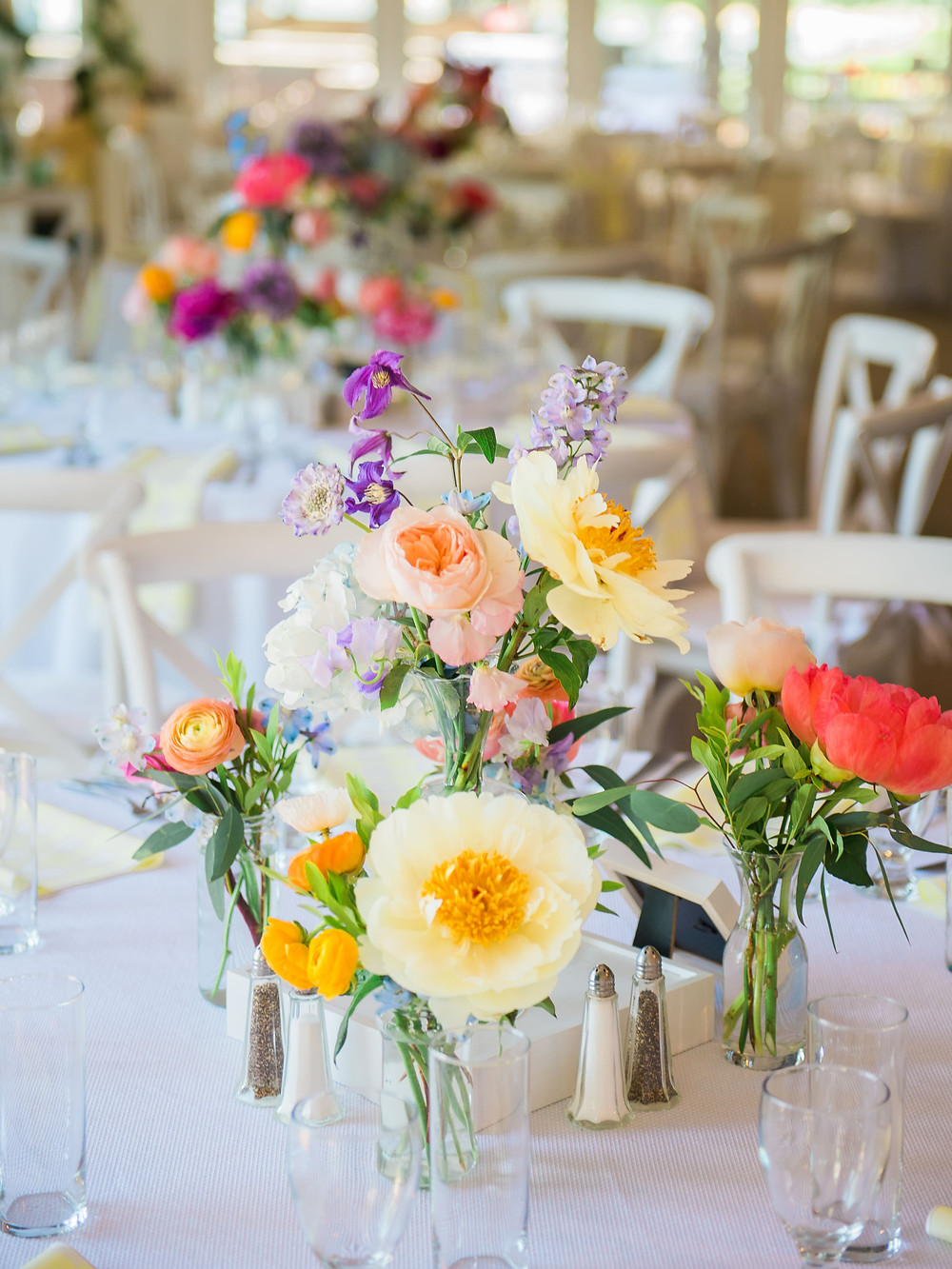 Colorful summer centerpieces at The Owenego