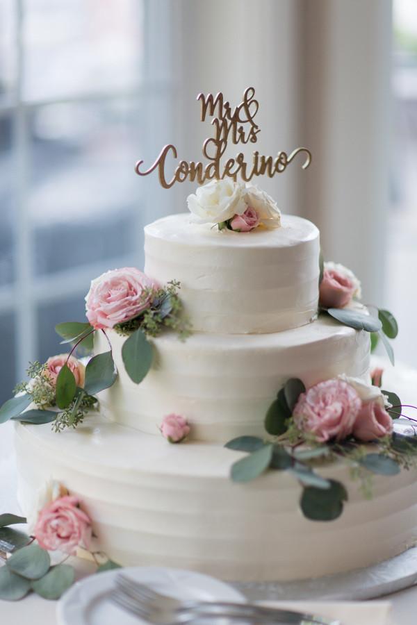Three tiers wedding cake with Spray roses
