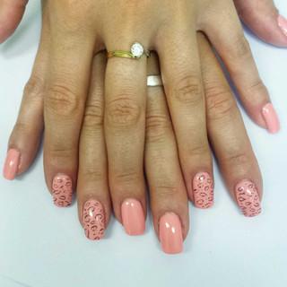 manicure Rosa con Semipermanente centro