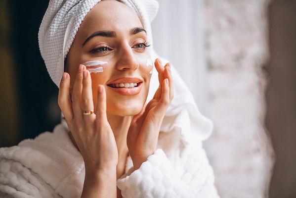 woman-applying-face-cream (FILEminimizer