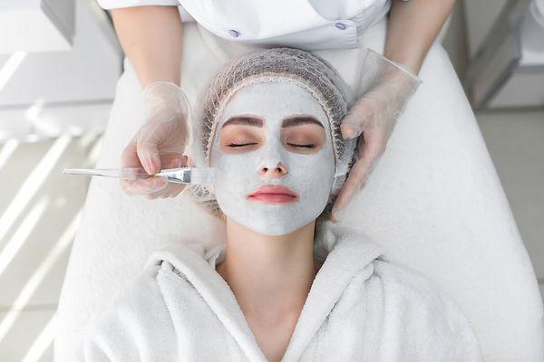 woman-receiving-face-peeling-mask (FILEm