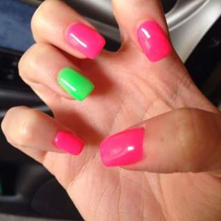 manicure multicolor con sermipermanente