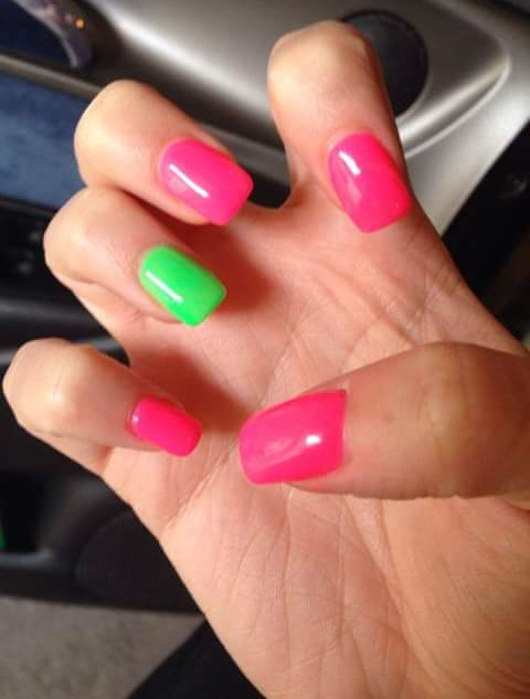 manicure multicolor con sermipermanente
