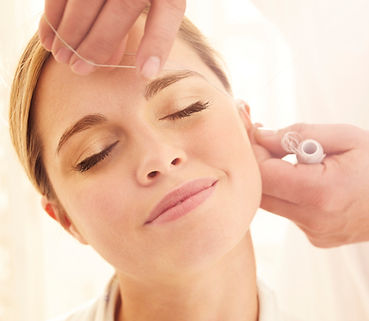 epilazione con filo orientale labba superiore, sopracciglia e viso completo centro estetico Viva Benessere Torino