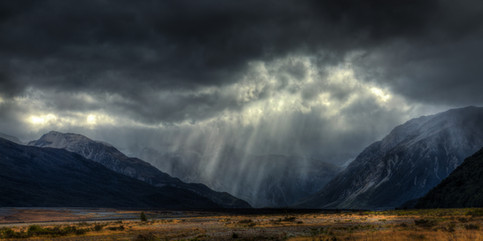 Rain in the Waimakariri  Weather moods in the Canterbury high country  LS006