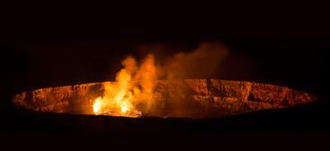 VO001 Kiluea Crater.jpg