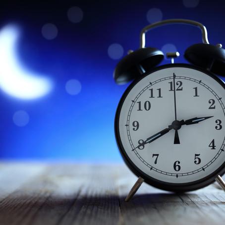 האם אנו זקוקים ל-8 שעות שינה בלילה?
