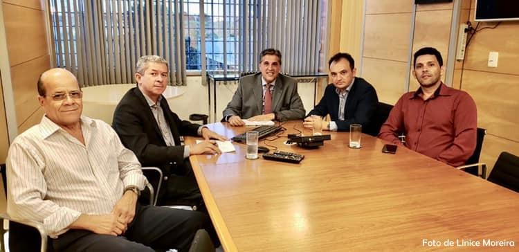 Prefeito de Valparaíso se reúne com dirigentes da Caesb para tratar dos alagamentos provocados pela chuva. Entenda
