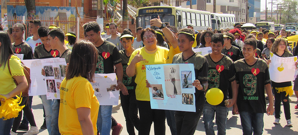 Alunos das escolas públicas de Valparaíso e convidadas de Brasília dão Show durante a Caminhada para a Vida