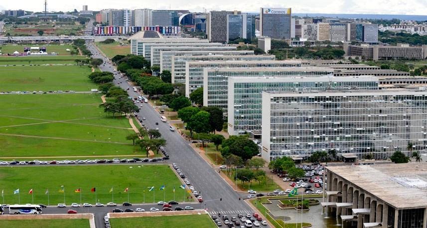 Primeiro desenho ministerial de Bolsonaro indica um corte de quase 50% dos ministérios