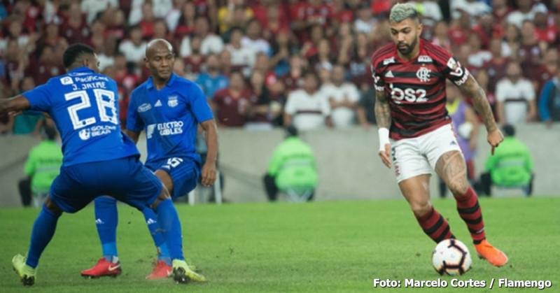 Flamengo supera a desvantagem e 2 gols e, nos pênaltis, vai às quartas de final da Libertadores