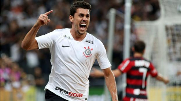 No duelo dos times com maiores torcidas do país, Corinthians vence o Flamengo e vai à final da Copa do Brasil
