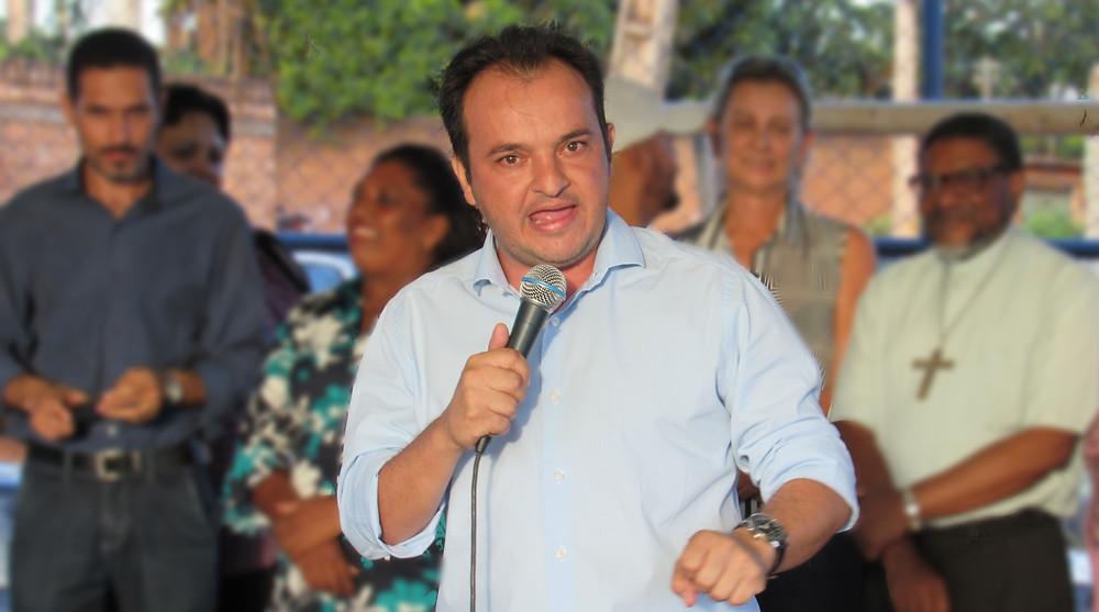 Governo Caiado anuncia o cancelamento de convênios com os municípios e prefeito Pábio Mossoró diz que via à justiça contra a decisão