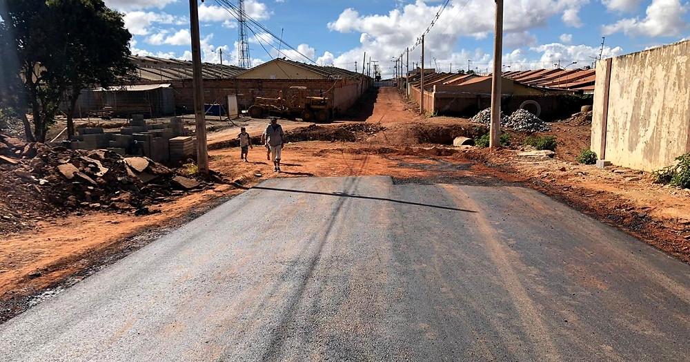 Na Avenida Minas Gerais, obras de asfaltamento e construção da ponte devem ser finalizadas antes do período de chuva