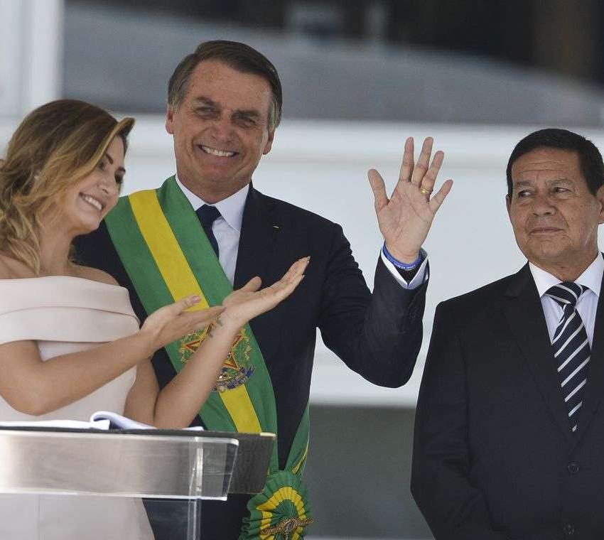 Primeira dama, Michelle Bolsonaro, discursa em Libras no parlatório e inova na posse presidencial