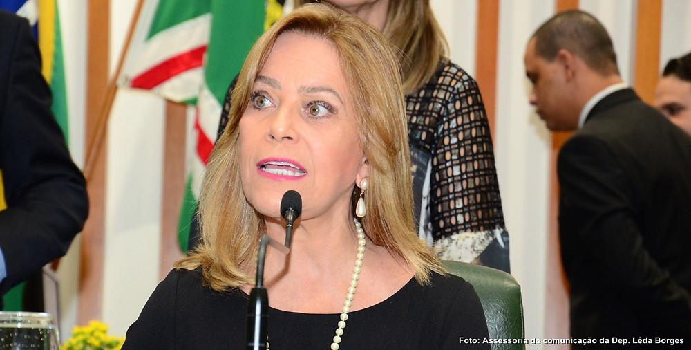 Encurralado pela oposição consistência de Leda Borges, Caiado determina ataque de aliados
