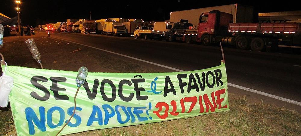 Caminhoneiros acampados na BR040, entre Luziânia e Valparaíso, demonstram uma verdade do movimento diferente da exibida na grande mídia