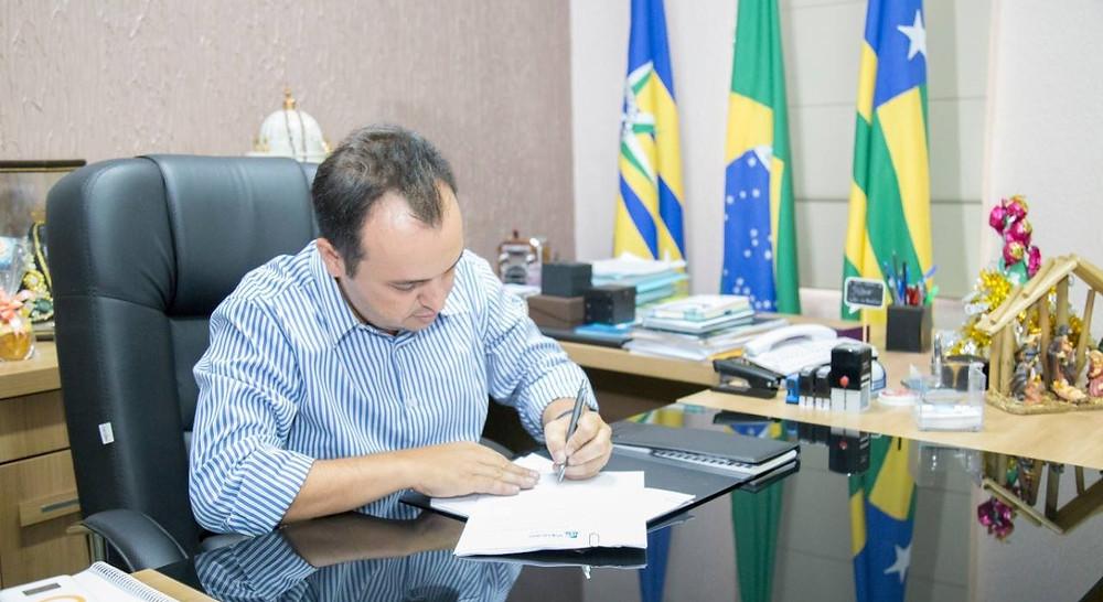 Prefeito Pábio Mossoró assina a 16ª e última convocação dos aprovados no concurso público de 2014