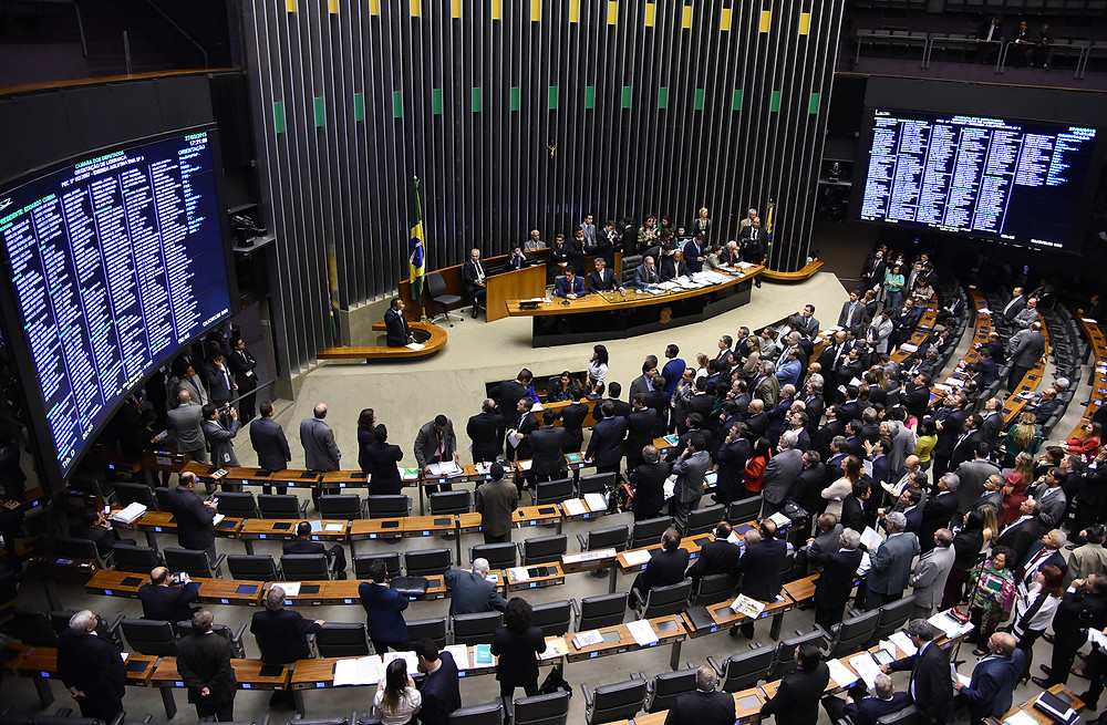 Deputados do PSDB decidem votar contra Temer