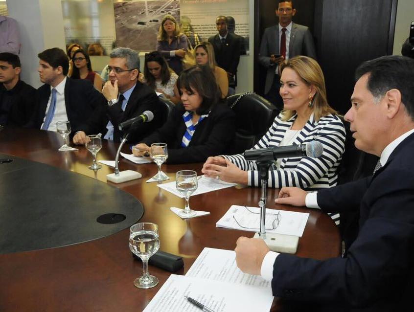 Leda_em_Reunião_com_o_Governador