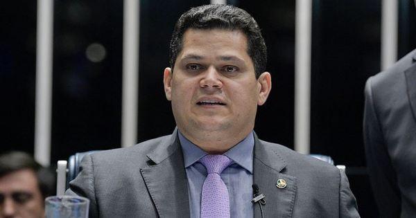 Sob pressão, Alcolumbre adia votação que pode transformar o Fundo Eleitoral em um fundo de recursos ilimitados