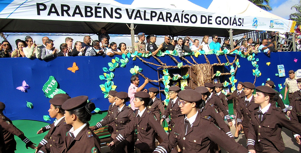 Desfile Cívico marca mais um aniversário de Valparaíso de Goiás